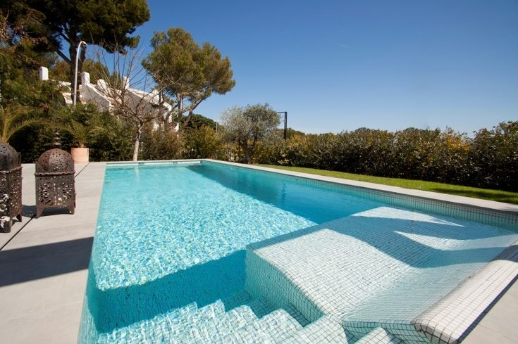 Love the built in sunbed/tanning bed in this pool. Modern villa in Sol de Mallorca