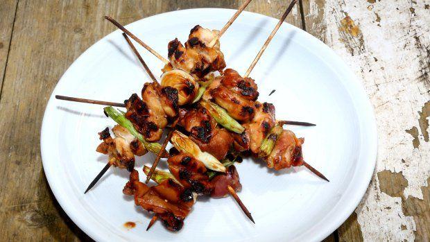 Že Japonsko není jen sushi, o tom vás přesvědčí Zdeněk Pohlreich a ukáže vám také skvělý recept na kuřecí špízy yakitori.