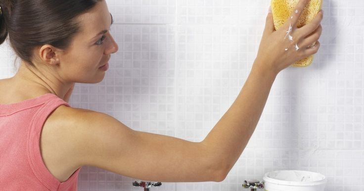 Como remover a calafetagem de silicone . A calafetagem de silicone impede a infiltração de água por sua flexibilidade e longa vida útil. No entanto, nem todos os vedantes de silicone são projetados para o uso em banheiros e não contêm o elemento químico para impedir o crescimento de mofo e bolor, e com o tempo ficarão feios e sujos. Pode-se limpá-lo, mas quando o mofo começa a crescer, é ...
