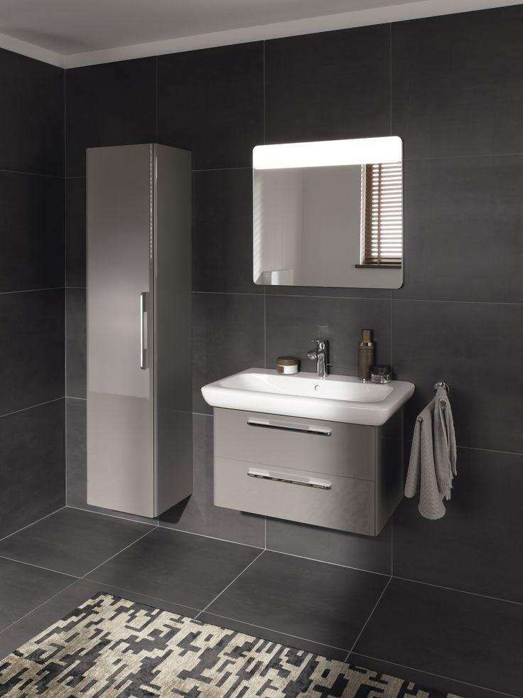 Hoge kast, lichtspiegel en onderkast voor wastafel uit de it! collectie ► [http://www.keramag.be/nl/badkamerseries/it/] ••• Combinaison d'une armoire haute, d'un miroir avec éclairage et d'un sous-meuble de lavabo de la collection #it! ► [http://www.keramag.be/fr/collections-pour-salle-de-bains/it]