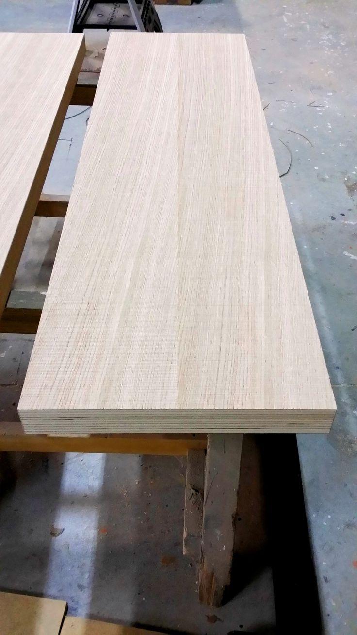 Pannello in multistrato placcato in essenza Rovere. Panel  plywood veneered oak.