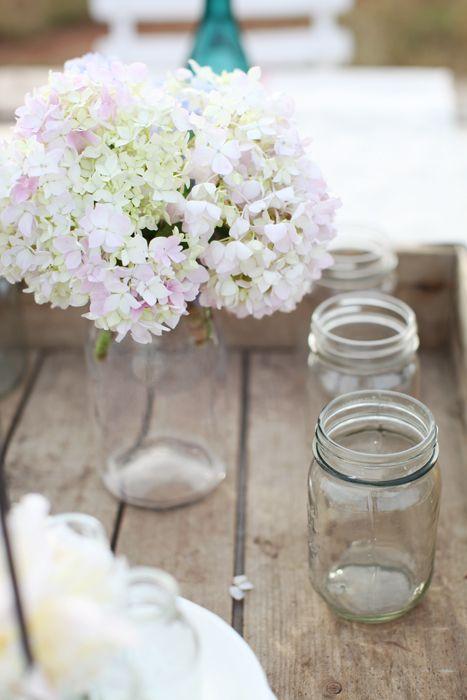 hydrangeas.: Dreamy White, Flowers Bottle Jars, Deco Ideas, Gardens, Fresh Flowers, Centerpieces, Mason Jars, Crates, White Hydrangeas