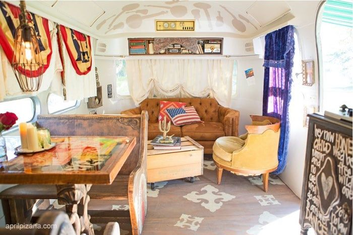 Country music fans may be interested to know that singer Dierks Bentley owns a refurbished Airstream – and fans of kitschy Americana are definitely going to be interested in seeing pictures of it! From the license plate chandelier to the stars-and-stripes bunting and throw pillows to the 8-track sound system, this trailer simply oozes old-fashioned …