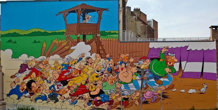 Français : Fresque représentant les personnages de la série de bande dessinée Astérix et Obélix de René Goscinny et Albert Uderzo, tirée de l'album Astérix en Corse. La fresque est située au 33 rue de la Buanderie, à Bruxelles. Date24 June 2006, 11:16:22 Source