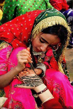 Tatouage indien réalisé avec de l'henné. Découvrez l'Inde avec Inde en liberté http://www.inde-en-liberte.com/