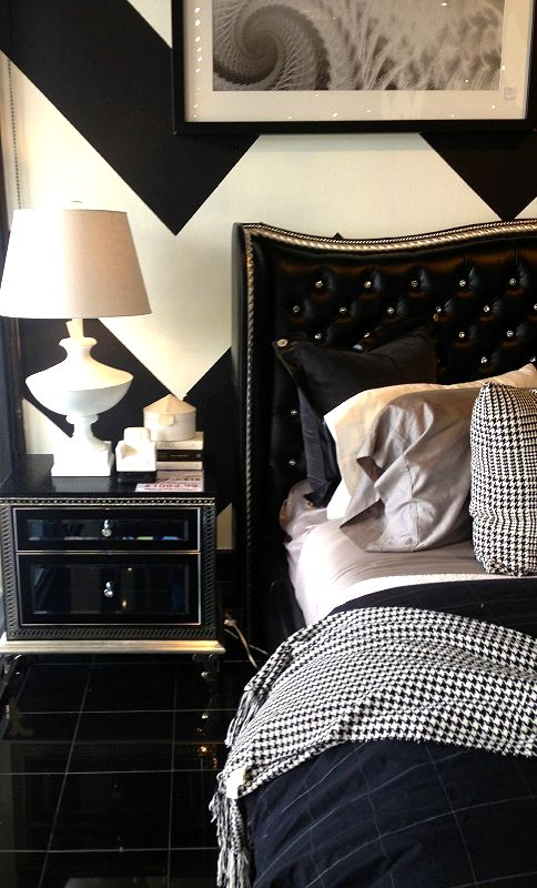 This Isnu0026 Your Typical Black And White Themed Bedroom! The Graphic Chevron  Walls And The Statement Lamp Bring Tons Of Personality To The Space.