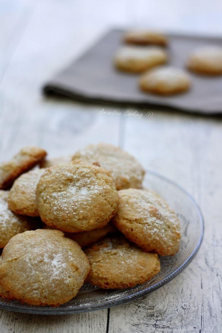 Les amaretti, biscuits moelleux aux amandes. Seulement 3 ingrédients et une recette sans gluten !