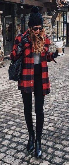 plaid flannel + high-waisted black skinny jeans | skirttheceiling.com