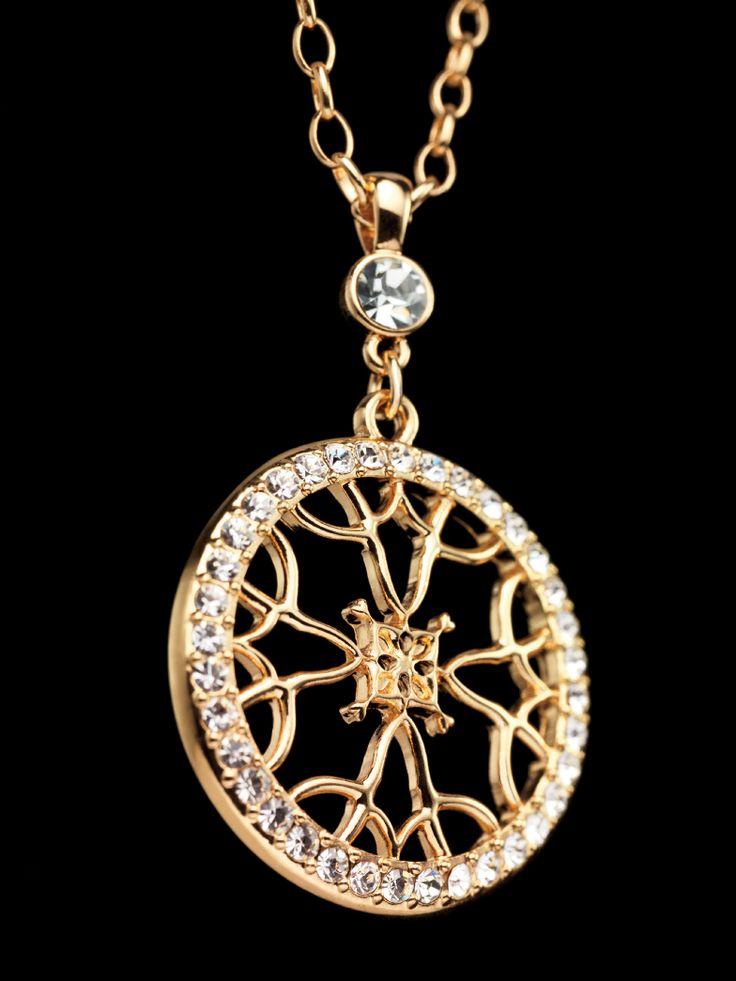 """Signature Long Pendant Necklace...Nuestra icónica insignia de las cuatro """"A"""" simboliza 50 años de excelencia de servicio al Cliente. Cada joya dorada con incrustaciones de cristal viene en un hermoso estuche de regalo. #AvonSignature"""