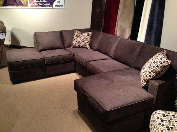 Superbe Modern Brown Sectional By Stanton Furniture. // Www.KeyHomeFurnishings.com  In Portland