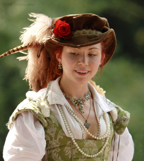 renaissance costume. Oh yeah...one day my dress will be as cool as this lady's!!!