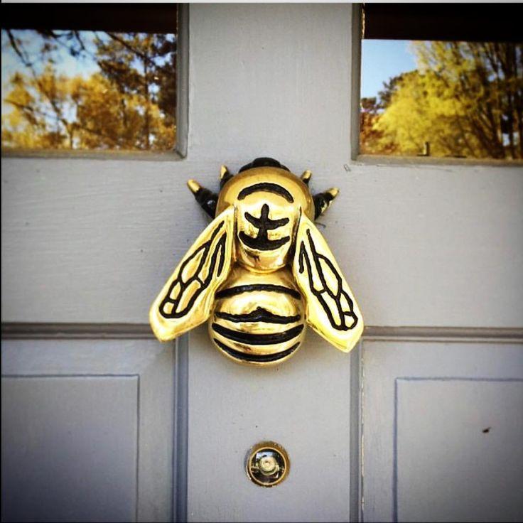 """59 Likes, 1 Comments - K. Healy (@michaelhealydesigns) on Instagram: """"#regram @helendavisdesign 🐝🚪✊🏼 by #michaelhealydesigns  #homedecor #curbappeal #doorknocker…"""""""