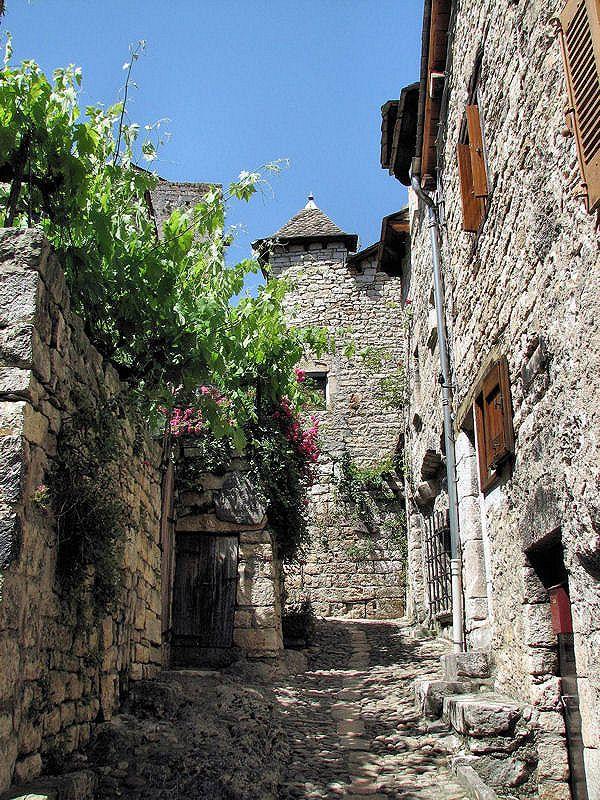 Une ruelle pavée à Sainte-Enimie-Lozère. Vieux village où on peut encore voir des vestiges de remparts du VIIIè siècle