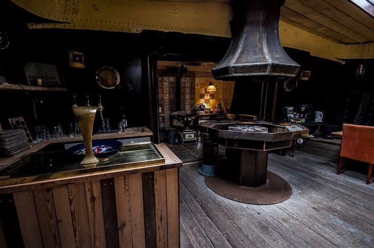 Vuurplaats aan boord van historisch #hotel schip Opoe Sientje in #Nijmegen. Meer info: slaapschepen.nl