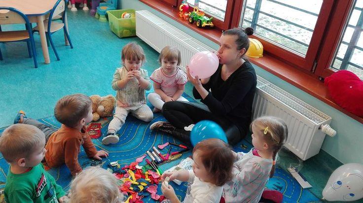 Do zabawy nie potrzeba wiele, wystarczą balony :) http://www.przedszkoleswiatdziecka.edu.pl/