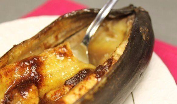 Запеченый банан с корицей и мёдом