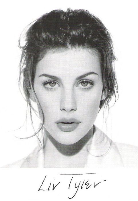 i think i find Liv Tyler so beautiful because her facial structure is similar to my own to the point that I actually have a chance to emulate the way she looks in regards to make-up and hair application. it's feasible! Also, I think starkly contrasting features (hair, eyebrows, eyelashes, lips) against fair skin is very attractive.