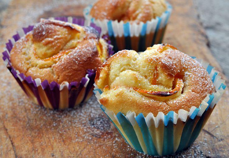 Muffin all'arancia, ricetta dolce veloce, facili da realizzare, merenda o colazione, profumati, soffici, finger food dolci, feste di compleanno, buffet, facili