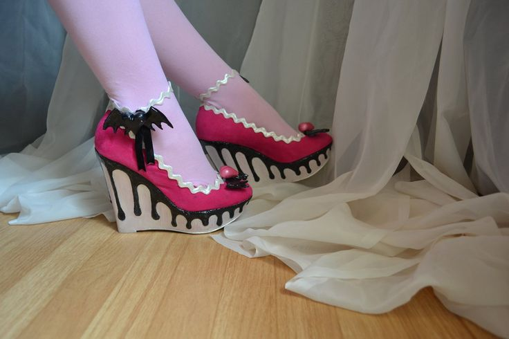 Monster High Cosplay:Draculaura's sweet 1600 Shoes by CassowaryMarie.deviantart.com on @deviantART