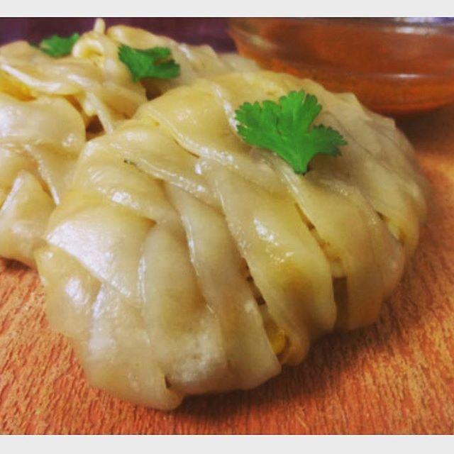 Braided Dumplings aka Momos 🍴 #momos #dumplings #food #braid #braided #blog #foodblog #foodblogger #wordpress #diy #noodle #tibetan #foodporn #instafood #instagram #food52grams #f52grams #vscofood #steam