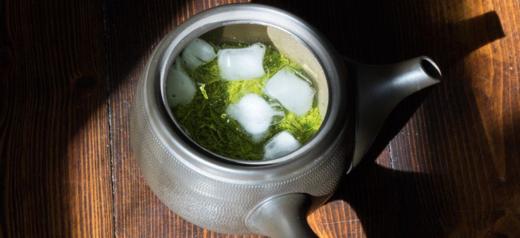 Zubereitung von Mizudashi Tee