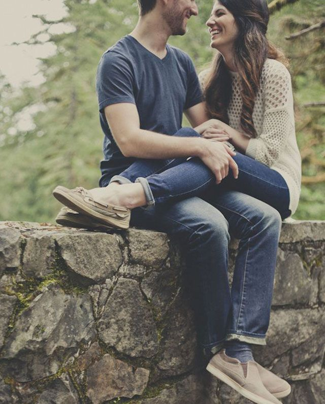 18 Poses For Your Engagement Photos...we ♥ this! moncheribridals.com