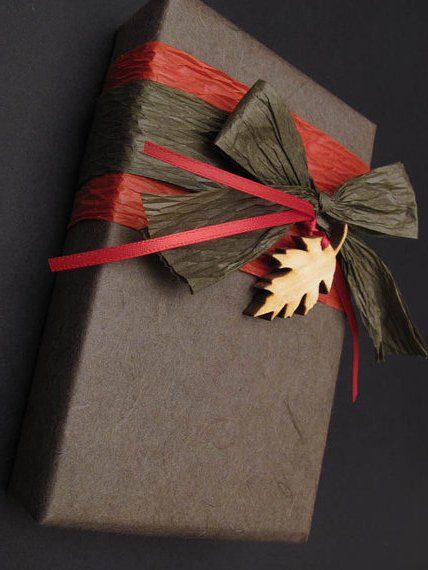 Gift Wrapping with Raffia and Leaf