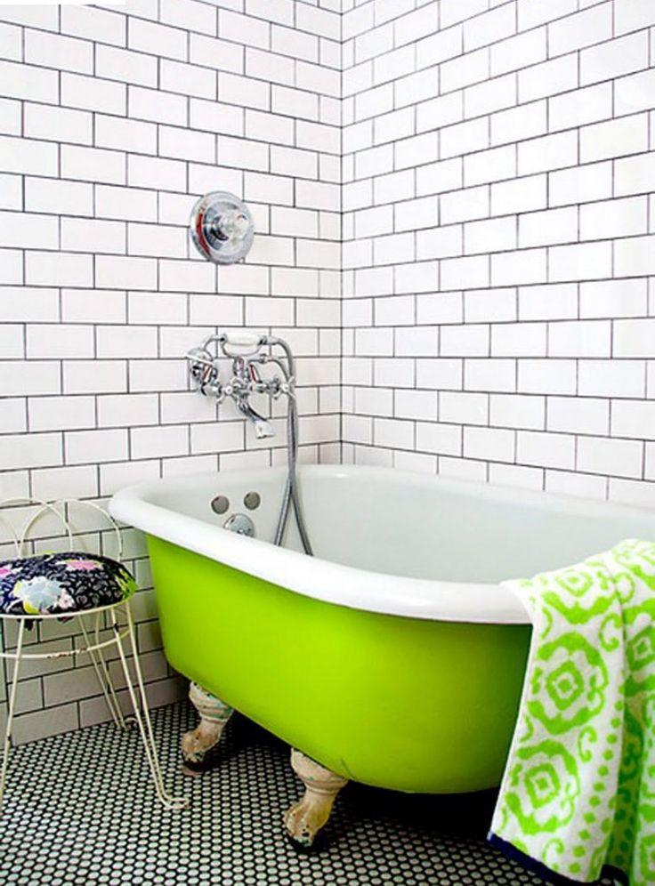 Felle kleuren in jouw badkamer | groen | groene badkuip | inspiratie - Makeover.nl #green