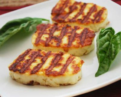 How to make Grilled Halloumi Cheese -  Ingredients:Halloumi Cheese - 225 gms, cut into 1 inch piecesLemon Juice - 1 tblspParsley - 1/2 tblsp, choppedMethod:1. Heat a grill or barbecue or