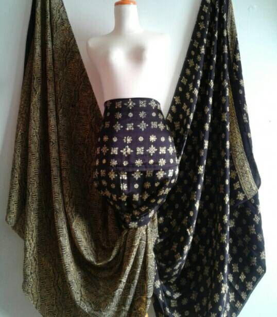 Superb Silk Batik Black and Gold with Hand by JavaniceHandyCraft