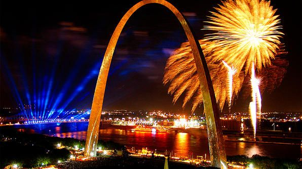 Fireworks in St. Louis.Louis Arches, St Louis, Gateway Arches, Missouri, Favorite Places, Stlouis Born, Saint Louis, Families Meeting, 4Th Of July