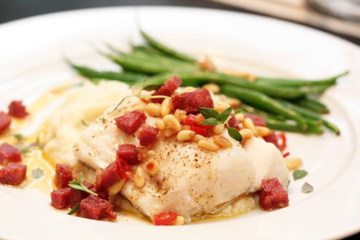 Ovnsbakt torsk med Tind speket pølse og blomkålpuré - TRINEs MATblogg