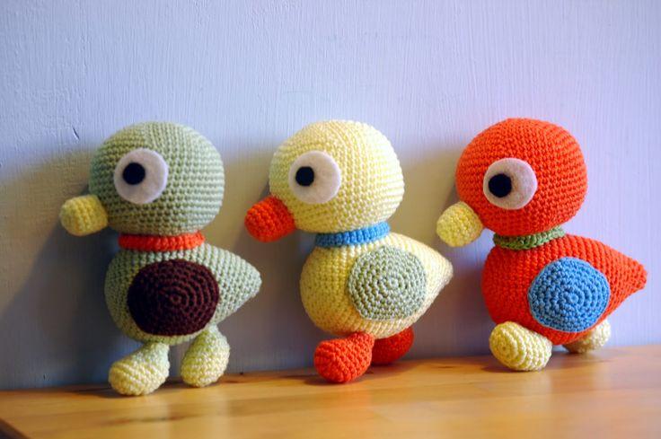 Sabrina's Crochet: Haakpatroon Duckies. Free pattern for these cute Duckies in Dutch and English. ༺✿ƬⱤღ http://www.pinterest.com/teretegui/✿༻
