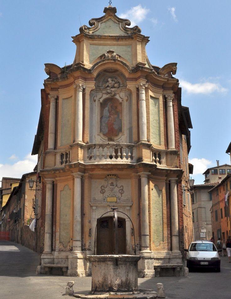 Siena: la Casa del Cavallo della Contrada della Chiocciola.