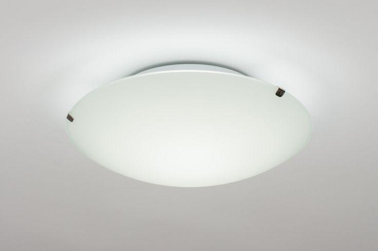 Klik op deze link ( http://www.rietveldlicht.nl/artikel/plafondlamp-10846-modern-klassiek-eigentijds_klassiek-landelijk-rustiek-wit-glas-mat_glas-rond ) Verzendkosten gratis .  Ingebouwd LED . Kleinere uitvoering (25cm)  opaalglas plafonnière voorzien van dimbaar led. De lamp is te dimmen in drie standen met behulp van de wandschakelaar. Door de lamp in en uit te schakelen ontstaan er dimstanden.  .  Ook leverbaar in 30 of 40 cm .  Voor keuken slaapkamer , woonkamer , toilet , kantoor…