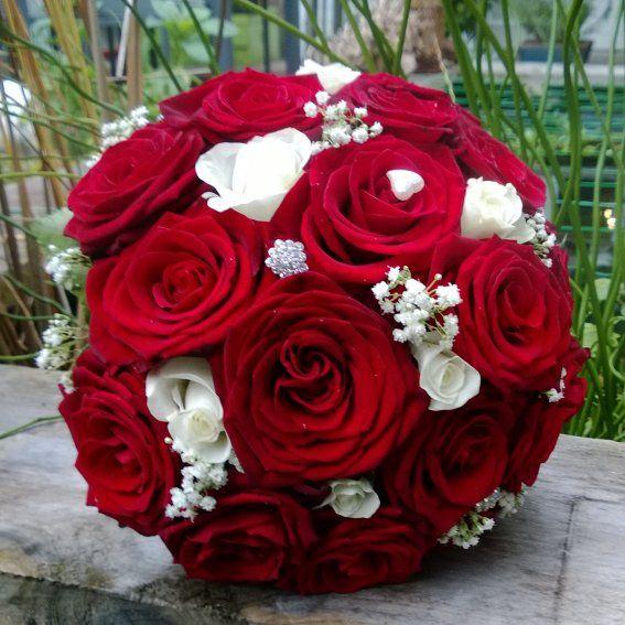 bruidsboeket rood wit rozen door www.bruidsboeketenzo.nl