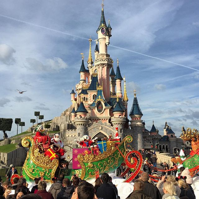 is disneyland paris open on bastille day