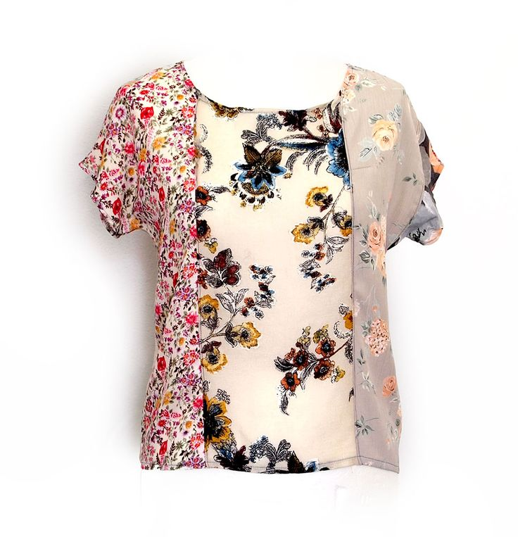 Kesidov -Petrarch blouse-  Lightweight blouse made of various viscous fabric, upcycled. Measuring about 55 cm.  40.00 €