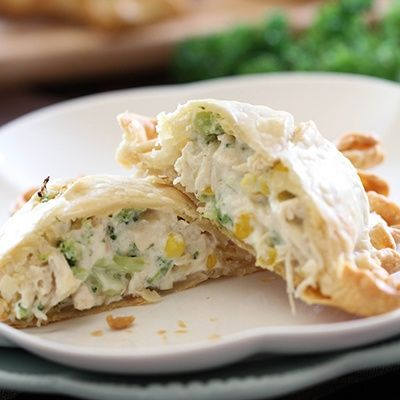 Creamy Chicken Broccoli Pie Pockets… This is an extremely easy meal to whip up and will quickly become a new family favorite in your home! A FANTASTIC recipe!