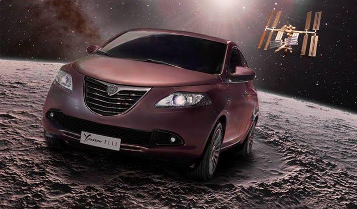 Lancia Ypsilon Elle - równie piękna i przyciągająca spojrzenia, co super księżyc ;)