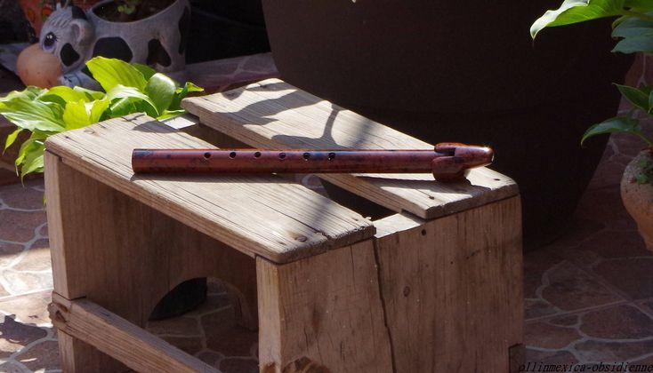 #etsy : Flûte à bec sculptée en obsidienne rouge mahogany, pierre fine volcanique du Mexique. Flûte à bec d exception, art collection http://etsy.me/2F4Tp0N #flutepierre #instrumentpierre #fluteabecpierre #fluterougenoire #flutestone #fluteart #flutebeccollection