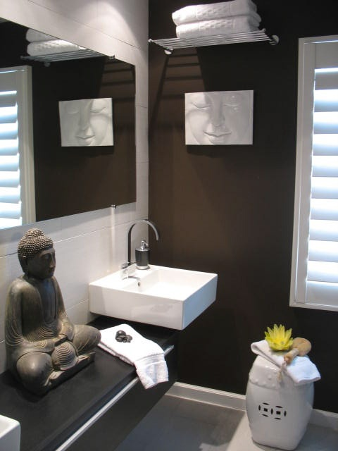 A Guest Bathroom by LUXE interiors by anne.