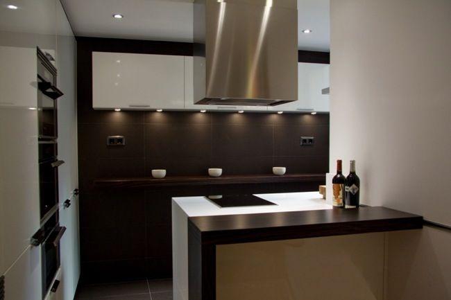 Aprovechar zonas de paso, una buena solución para amueblar cocinas ...