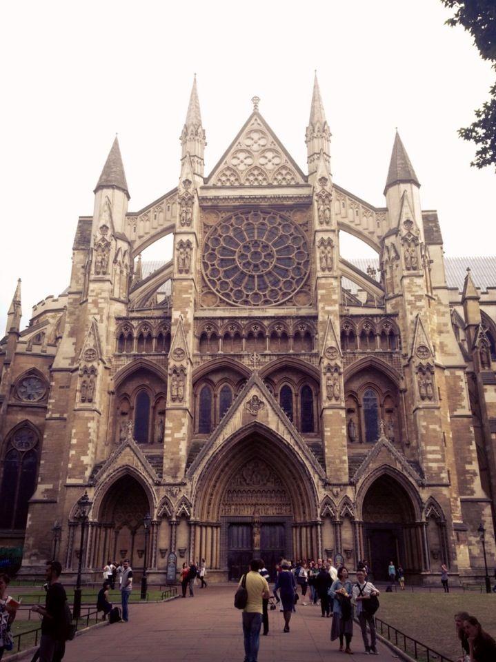 """También llamado """"El Parlamento"""" y es un edificio gótico victoriano. Este palacio es uno de los 4 lugares que son patrimonio de la humanidad de la ciudad de Londres."""