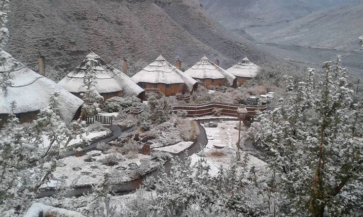 Look what we got to enjoy!! #snow #lesotho How did your snow hunting go? http://maliba-lodge.com/gallery/snow-at-the-lodge/