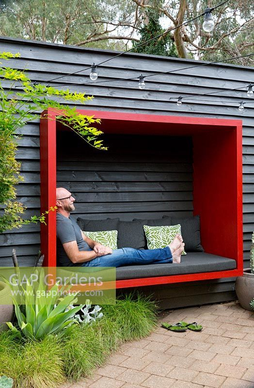 Love this idea for some extra garden seating in a bold bright hue.