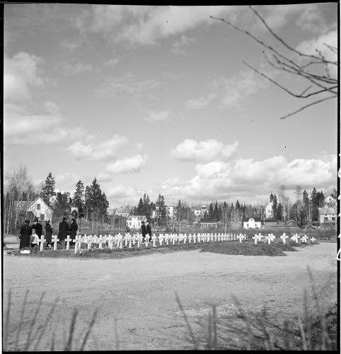 Sankarihaudat, Riihimäki 18.4.1943. SA-kuva-arkisto.