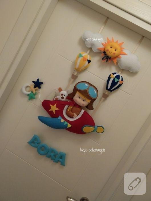kece-pilotlu-erkek-bebek-odasi-kapi-susu-modelleri-1