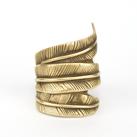 betsy & iya — Triple Feather Ring: Triple Feathers, Inspiration Jewelry, Betsy Triple, Antiques Brass, Antiques Feathers, Bold Rings, Jewelry Ideas, Feathers Rings, Jewelry Boxes