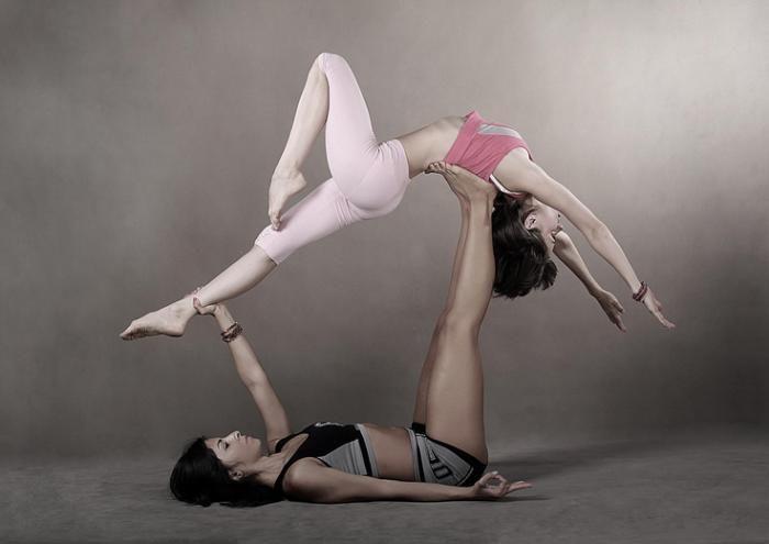 acro yoga, sport qui ressemble à danse contemporaine
